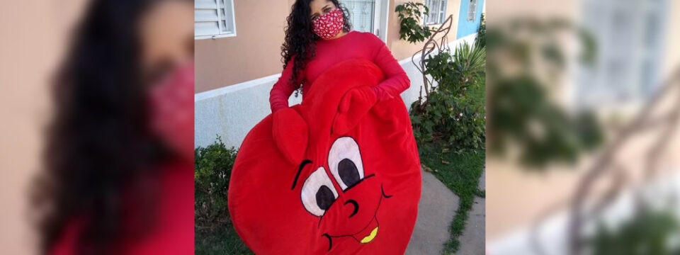 1in-a-heart-shaped-costume-adventist-teacher-visits-her-heartsick-students