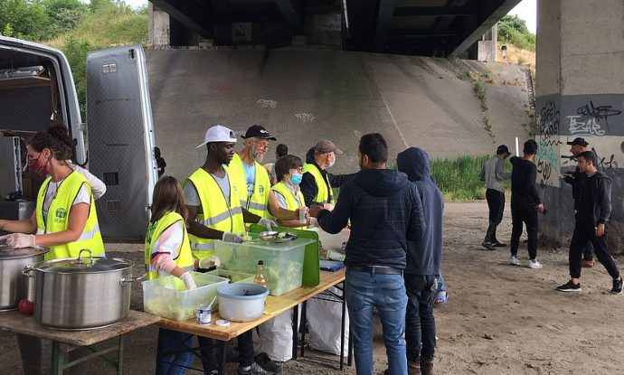 refugees-stuck-in-northern-france-find-a-helping-hand-in-adra1