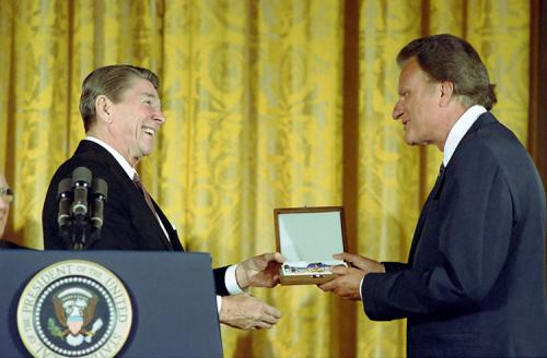 Reagan presents Bill Graham the Presidential Medal of Freedom C13079-23A